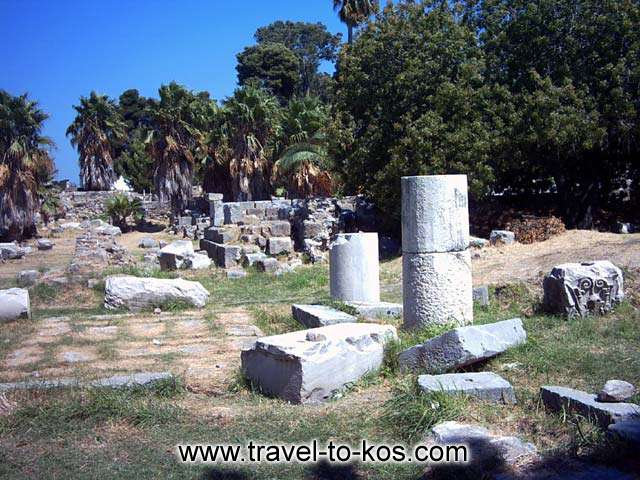 THE ANCIENT TOWN - One of the most important sights of Kos is the sections of the ancient wall which duilt in the early 4th b.c. century.