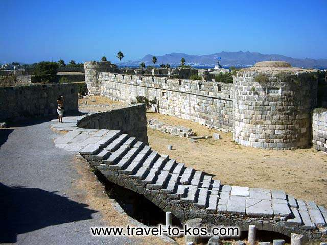 The safety walls of the of the castle.  KOS PHOTO GALLERY - THE WALL OF THE CASTLE