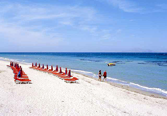The beach in Tingaki is semi organised with umbrellas KOS PHOTO GALLERY - TIGAKI BEACH