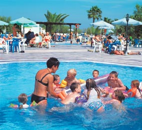 Have fun with your kids at the swimming pool of hotel Atlantis CLICK TO ENLARGE