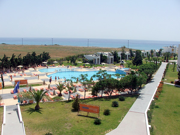 Outside image of an apartment of the Sovereign Beach hotel in Kos CLICK TO ENLARGE
