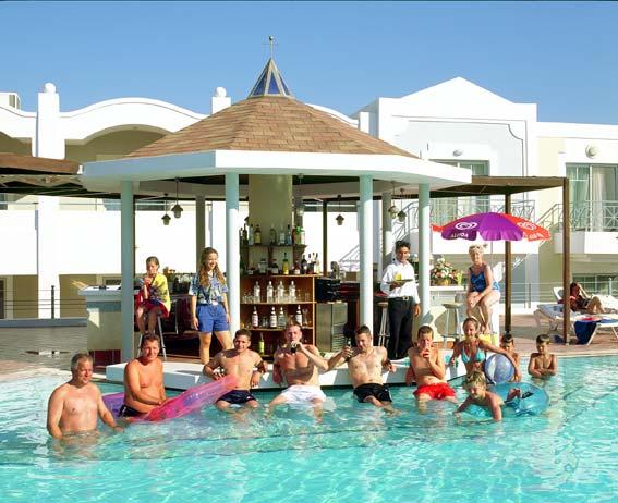 Image of pool-bar of Hotel Pelagos. CLICK TO ENLARGE