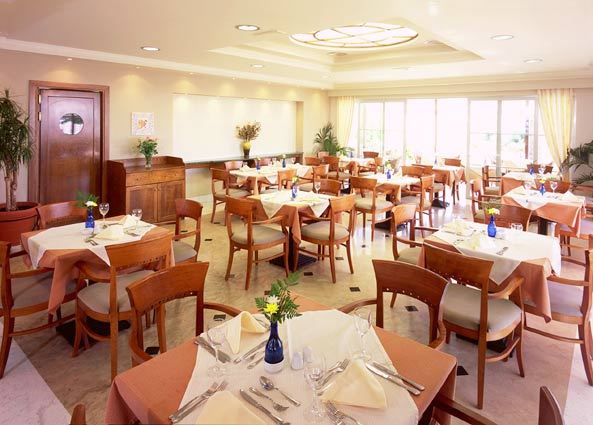 Image of restaurant, Pelagos Hotel. CLICK TO ENLARGE